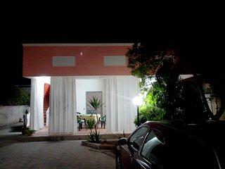 Casa vacanze, indipendente, in zona tranquilla e mare stupendo - San Pietro in Bevagna vacation rentals