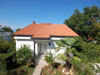 Cozy 2 bedroom Njivice Apartment with Internet Access - Njivice vacation rentals