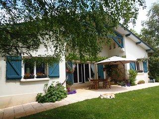 Comfortable 5 bedroom Bagneres-de-Bigorre House with Internet Access - Bagneres-de-Bigorre vacation rentals