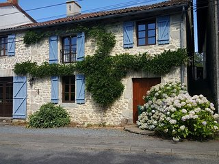 4 bedroom House with Internet Access in La Chapelle Montbrandeix - La Chapelle Montbrandeix vacation rentals