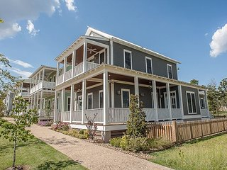 Enchanting and spacious home with a view of Lake Eufaula - Longtown vacation rentals