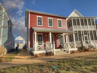 Adorable cottage with the comforts of home! Porch swings & TVs in every room! - Eufaula vacation rentals