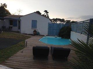 villa 4/6 pers, climatisée, piscine privée, wifi gratuit, proche plage - Grand Village Plage vacation rentals