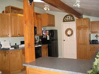 Getaway to Pure Relaxation & Comfort downtown Mount Shasta! - Mount Shasta vacation rentals
