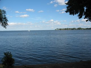 """Shorewood"" - enjoy Lake Winnebago's  west side experience! - Oshkosh vacation rentals"