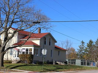 Big Neighborhood Home near Golf, Beach and Downtown - Manistee vacation rentals