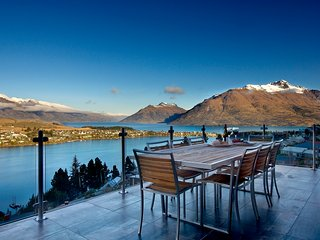 Bel Lago luxury villa - 4 bedrooms all with incredible lake views - Queenstown vacation rentals