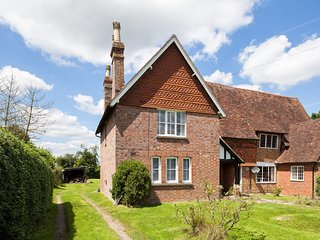Bright 2 bedroom House in Biddenden with Internet Access - Biddenden vacation rentals