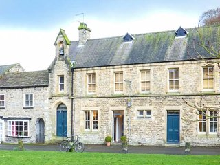11A THE GREEN, Grade II listed cottage, pretty village green, hot-tub, in - Richmond vacation rentals