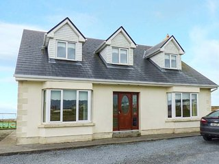 FOLAN COTTAGE, detached cottage, Jacuzzi bath, ample parking, isolated postion - Carna vacation rentals