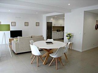 Luxury 5 Bedroom Duplex Apartment - Sao Martinho do Porto vacation rentals