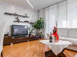 Leona - elegant and close to the beach - Split vacation rentals
