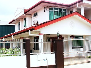4 bedroom House with Internet Access in Sibu - Sibu vacation rentals