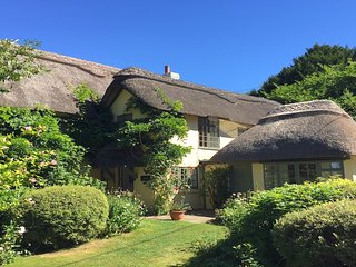 Beck Cottage - 6 bedrooms - New Forest - sleeps 12 - Woodgreen vacation rentals