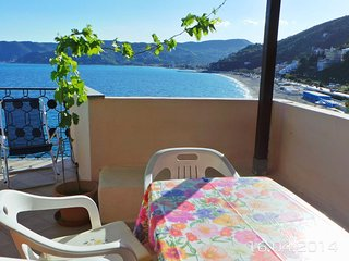 Cozy 2 bedroom Bergeggi Apartment with Elevator Access - Bergeggi vacation rentals