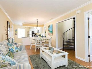 """Casa Bella """"A"""" - 3 Bed / 3 Ba Condo - Sleeps 8 - STEPS TO THE BEACH - Fort Myers Beach vacation rentals"""