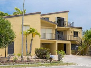 """Casa Bella Manor """"A+B"""" - 4 Bed / 4 Bath - Just Steps to the Beach - Fort Myers Beach vacation rentals"""