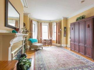 BACK BAY LUXURY STUDIO APARTMENT ON PRESTIGIOUS MARLBOROUGH ST - Boston vacation rentals