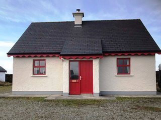 No 8 Lettershask - Country living chic, pet friendly, free internet - Ballyconneely vacation rentals