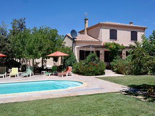 5 Bedroom House, pool, beautiful garden, close to beach with shops in village. - Vendres vacation rentals