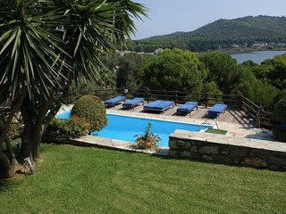 Spacious 7 bedroom Villa in Koukounaries - Koukounaries vacation rentals
