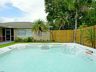 Sunny, bright rental! Cute, Modern, and in walking distance to the Beach Trolley - Fort Myers vacation rentals