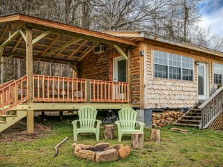 Comfortable Cottage with Deck and Television - Mountain View vacation rentals