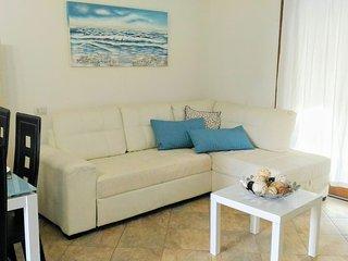 CASA RUBINA, Villetta a due passi dal mare con giardino privato - Porto Pino vacation rentals