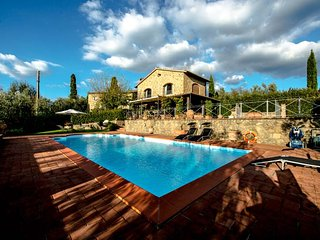 4 bedroom House with Private Outdoor Pool in Vitolini - Vitolini vacation rentals