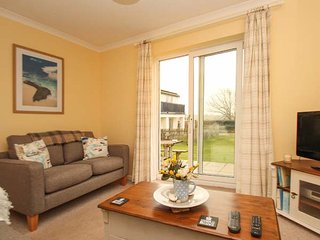 SEA AYR, cosy and bright ground floor apartment, parking, private patio, shared - Bude vacation rentals