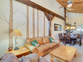 Cozy townhome near skiing w/ fireplace & shared pool/hot tub access! - Mammoth Lakes vacation rentals