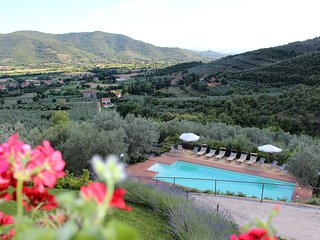 Villa Margarita, Garden Apartment with lovely Pool - Castiglion Fiorentino vacation rentals