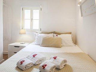 L4 - BAIRRO ALTO CHARMING 1 BEDROOM APARTMENT - Lisboa vacation rentals