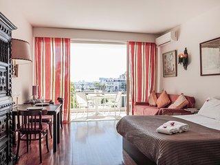 E2 - ESTORIL BEACHFRONT STUDIO APARTMENT WITH A BALCONY - Estoril vacation rentals