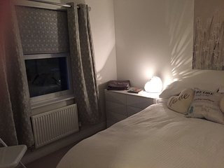 Beautiful room close to Bicester Village - Bicester vacation rentals