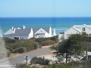 Lovely 4 bedroom Yzerfontein House with Internet Access - Yzerfontein vacation rentals