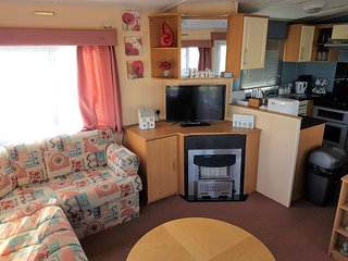Poppy Caravan - Gold Plus Grade - Double Glazed and Central Heated 8 Berth - Clacton-on-Sea vacation rentals