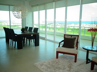 Large 18th floor penthouse in Cancun's perfect urban location - Cancun vacation rentals