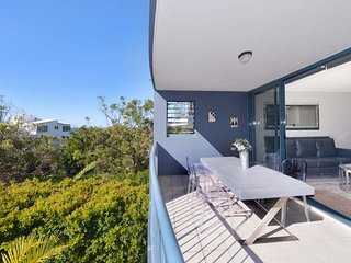 Lovely 2 bedroom Sunshine Beach Condo with A/C - Sunshine Beach vacation rentals
