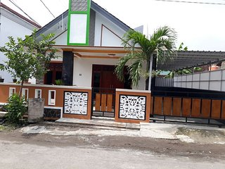 5 bedroom Guest house with Television in Depok - Depok vacation rentals
