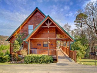 Picturesque family-friendly cabin w/ private hot tub, shared pool - Wears Valley vacation rentals