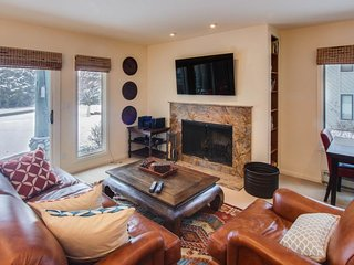 Year-round shared pool, hot tub, and sauna make this a standout property! - Ketchum vacation rentals