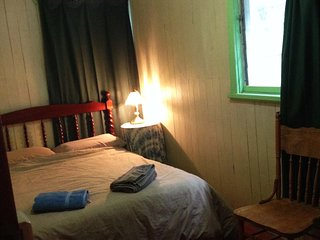 Cheshunt Cabins - Main 3 singles + sm side room with Dble bed.  Basic but clean - King Valley vacation rentals