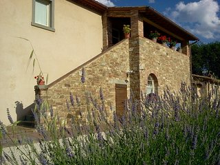 La Rugantina, Tuscan Farmhouse with large swimming pool - Creti vacation rentals