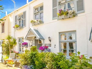 BLUE HARBOUR COTTAGE delightful cottage, enclosed courtyard, woodburner, in - Torquay vacation rentals