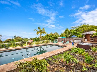Amazing Views, Private Pool & Hot Tub  Only 5 Minute Drive to Swim with Dolphins - Captain Cook vacation rentals