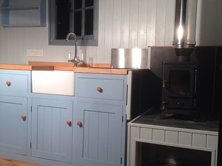 Beautiful 1 bedroom Shepherds hut in Trelights with Housekeeping Included - Trelights vacation rentals