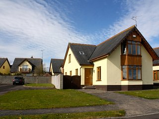 Beautiful holiday home in gated community near beach, overlooking sea - Ballymoney vacation rentals