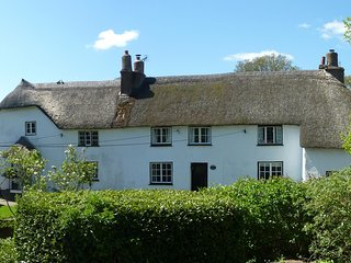 Squirrel Cottage - Beautiful Old Thatched Devon Cottage close to beach - Woodbury vacation rentals