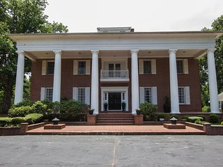 Windy Hill Estate, Exquisite Southern Charm - Riverdale vacation rentals